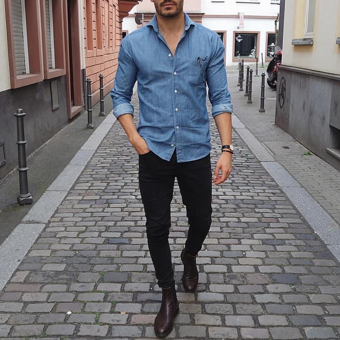 Chemise bleue avec pantalon noir
