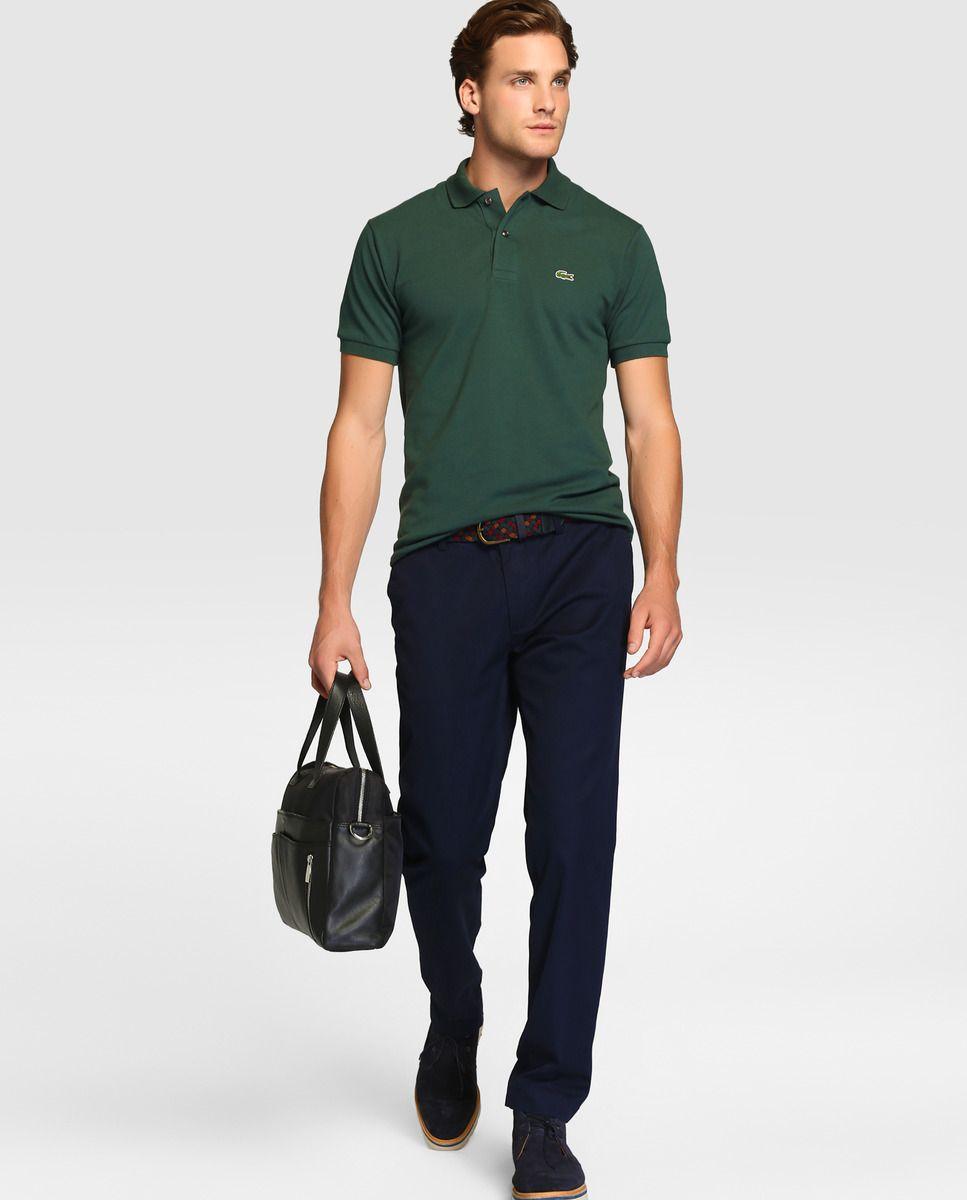 Portez un polo pour aller travailler dans un style décontracté