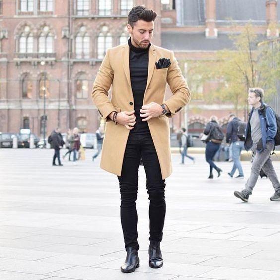 Look élégant en jean noir et manteau long