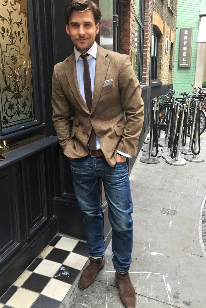 Look élégant en jeans et cravate